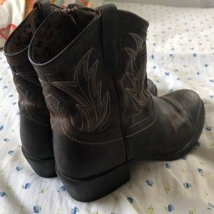 Ariat ankle boots darlin boots booties